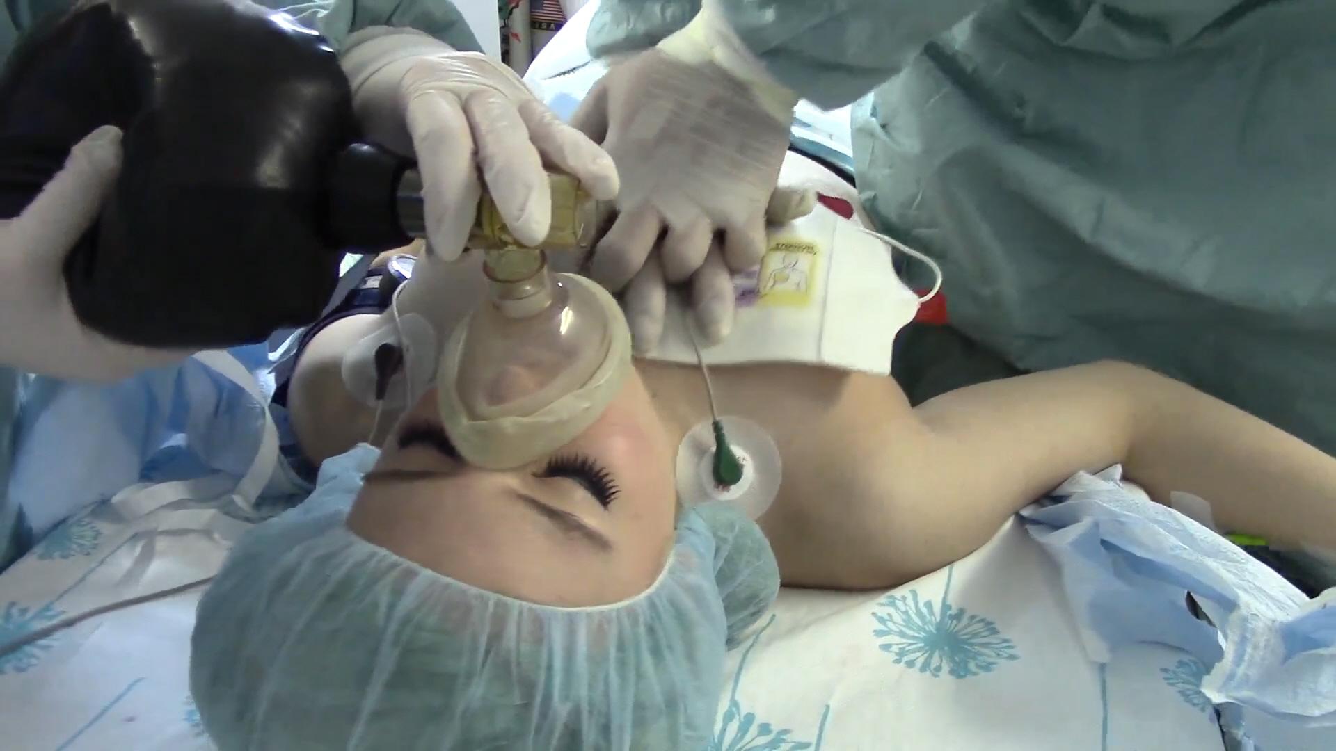 Трахнули под наркозом онлайн, Зубной врач сделал грудастой пациентке наркоз 24 фотография